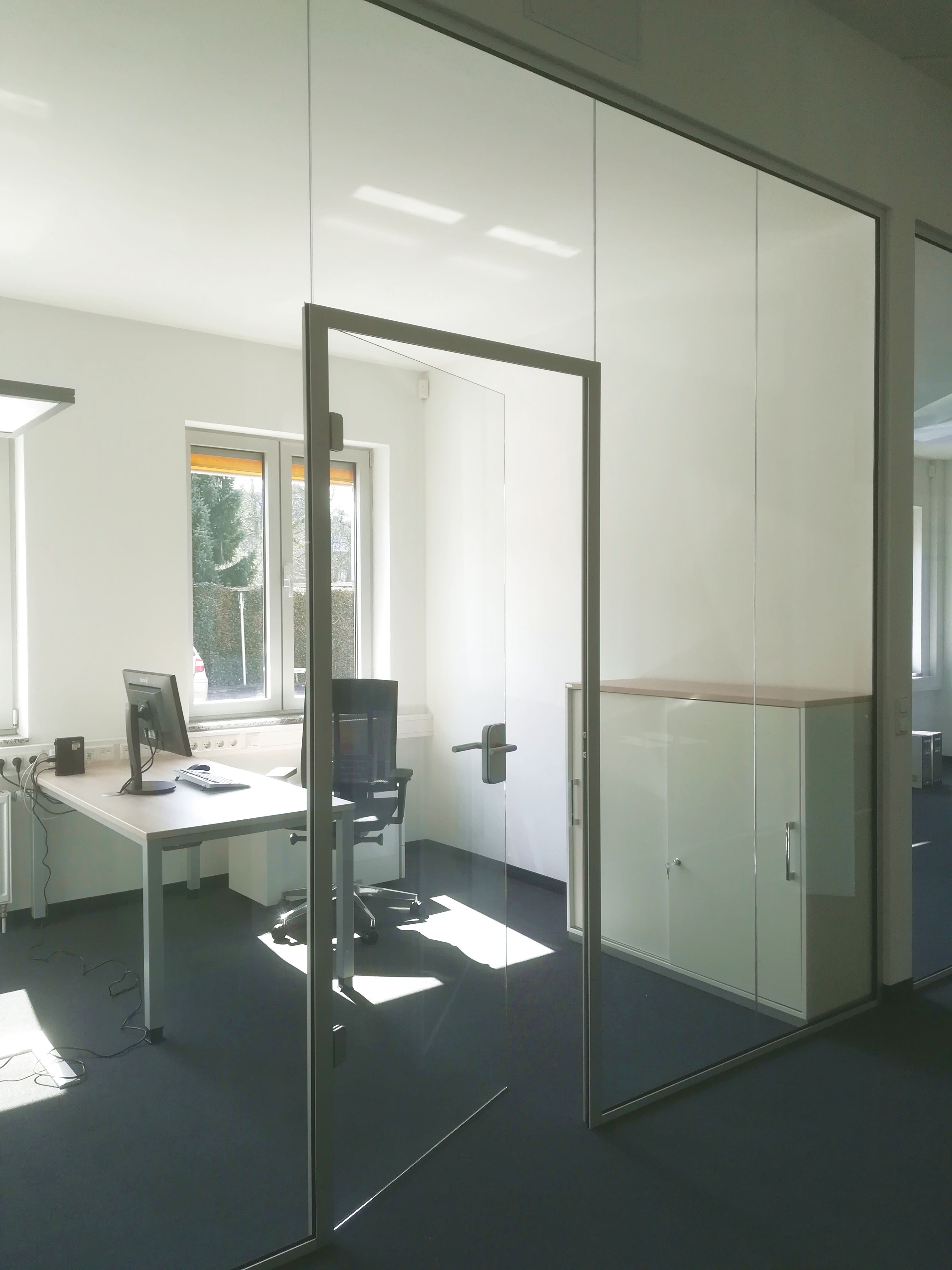 Glass partitions as room dividers for the office